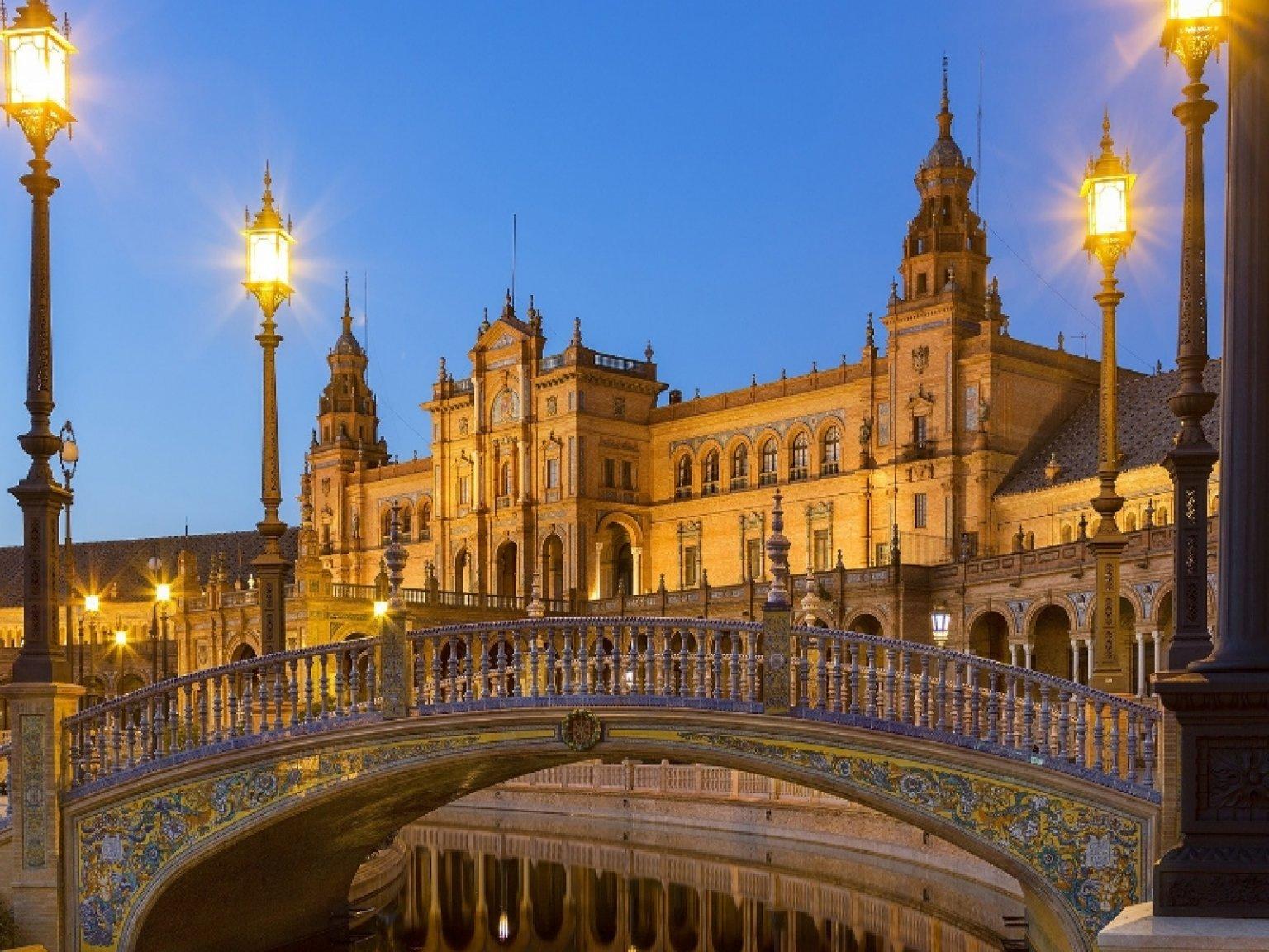 Bus turistico sevilla for Destinos turisticos espana