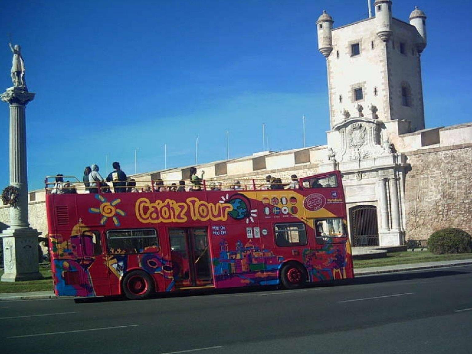 Oferta visita cadiz medieval y bus turistico for Oficina de turismo en cadiz