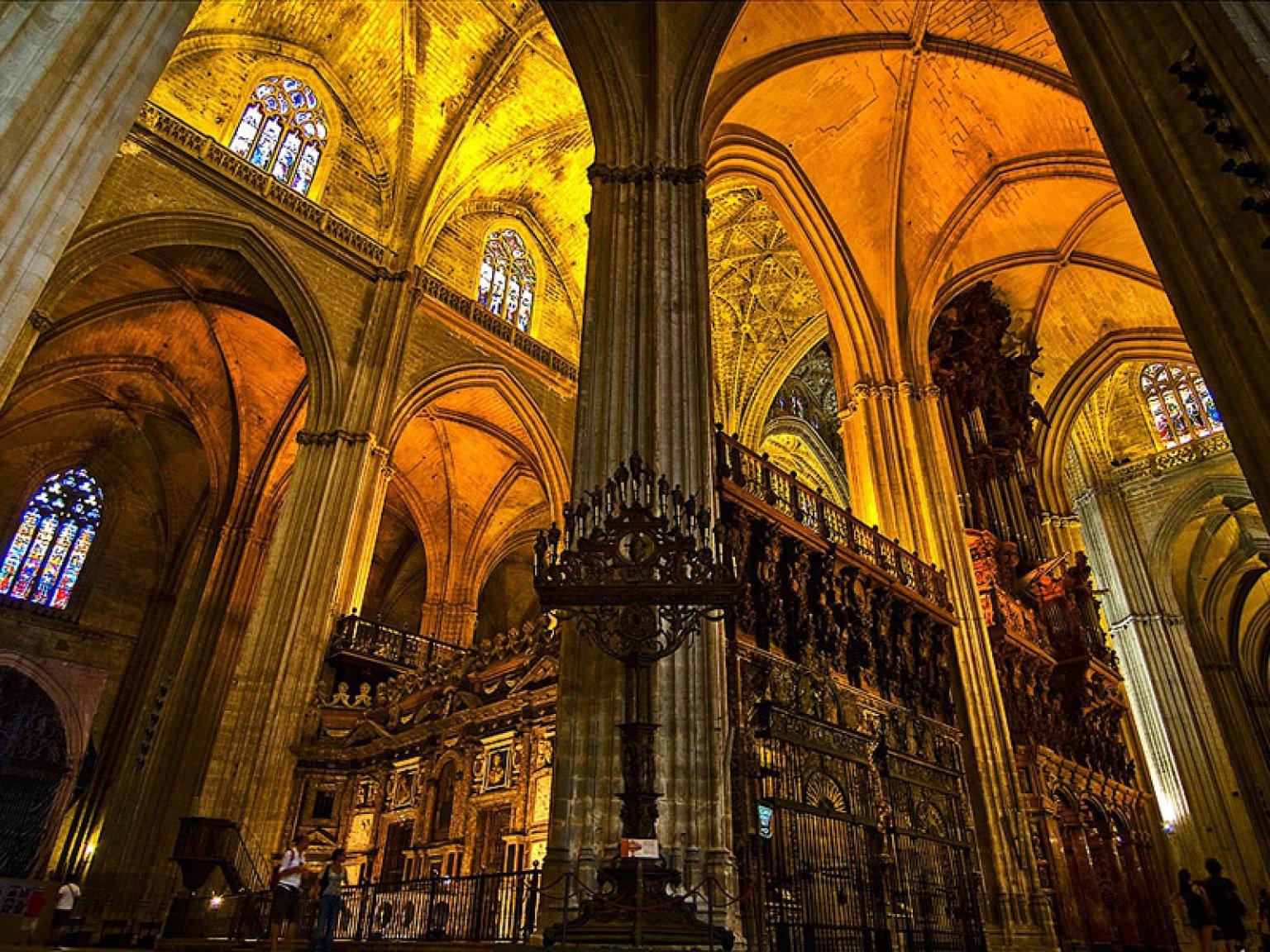 Oferta visita la catedral de sevilla y crucero por el rio for Exterior catedral de sevilla