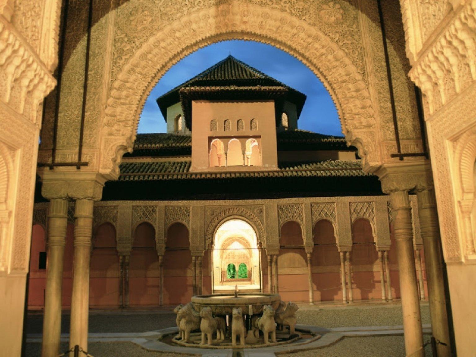 Visita guiada nocturna a la alhambra - Visita nocturna mezquita de cordoba ...
