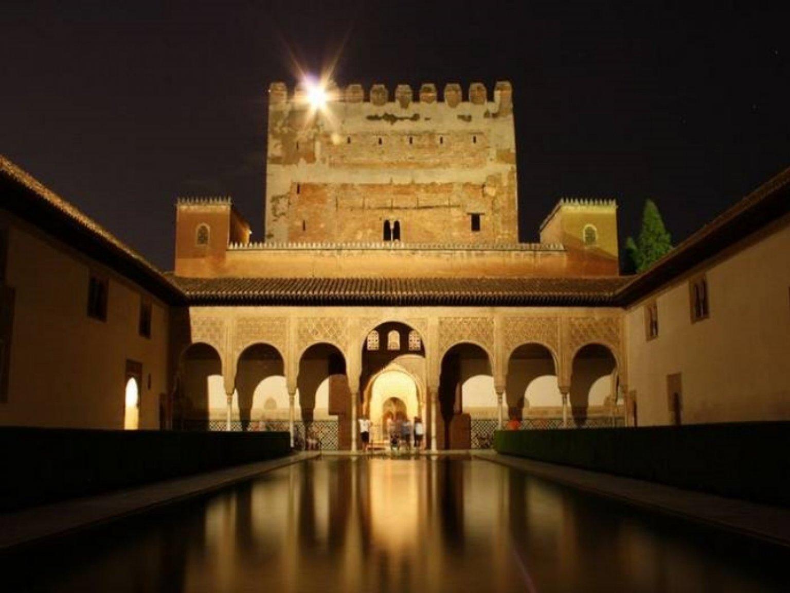 Visita Guiada Nocturna A La Alhambra